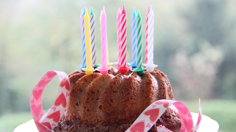 Auf Ihrer Geburtstagstafel sollte kein leckerer und gesunder Kuchen fehlen.